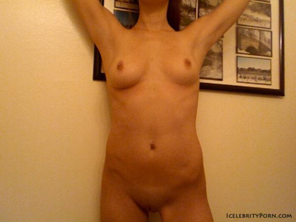 Ashley Benson desnuda -porno-xxx-fotos-filtradas-famosas-desnudas-icelebrityporn-cogiendo-follando-tetas-vagina (3)