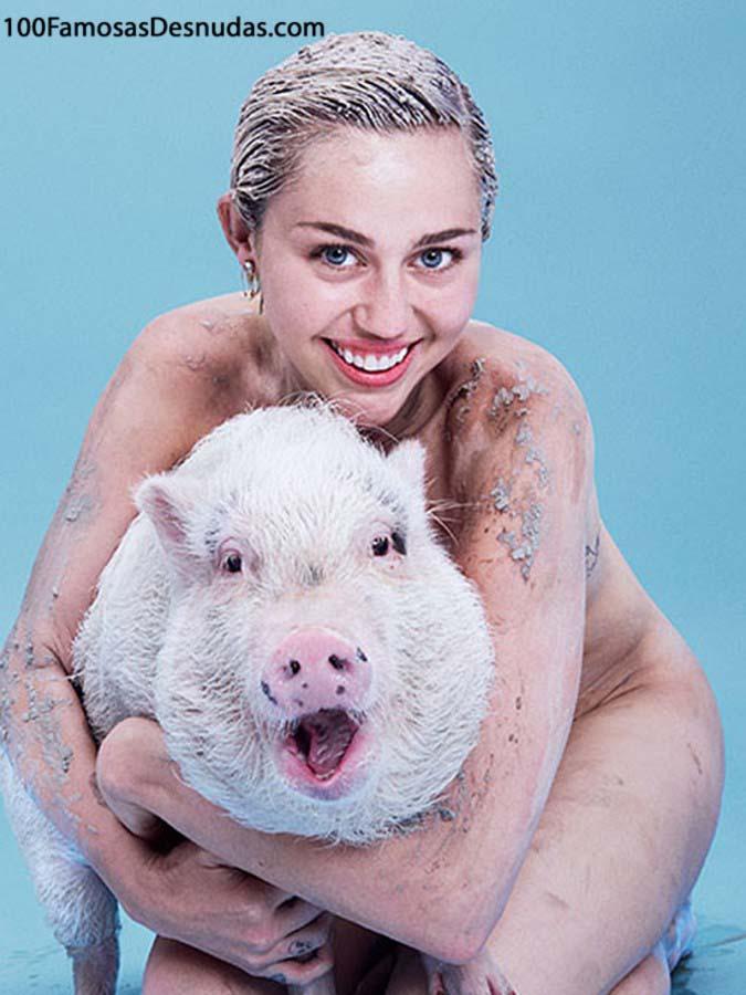 Miley-Cyrus-Artistic-Topless- famosas xxx - videos xxx -fotos porno (1)