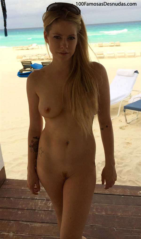 fotos-avril-lavigne-xxx-famosas-fotos-robadas-videos-xxx-celebridades-hollywood-follando-tetas-vagina-8