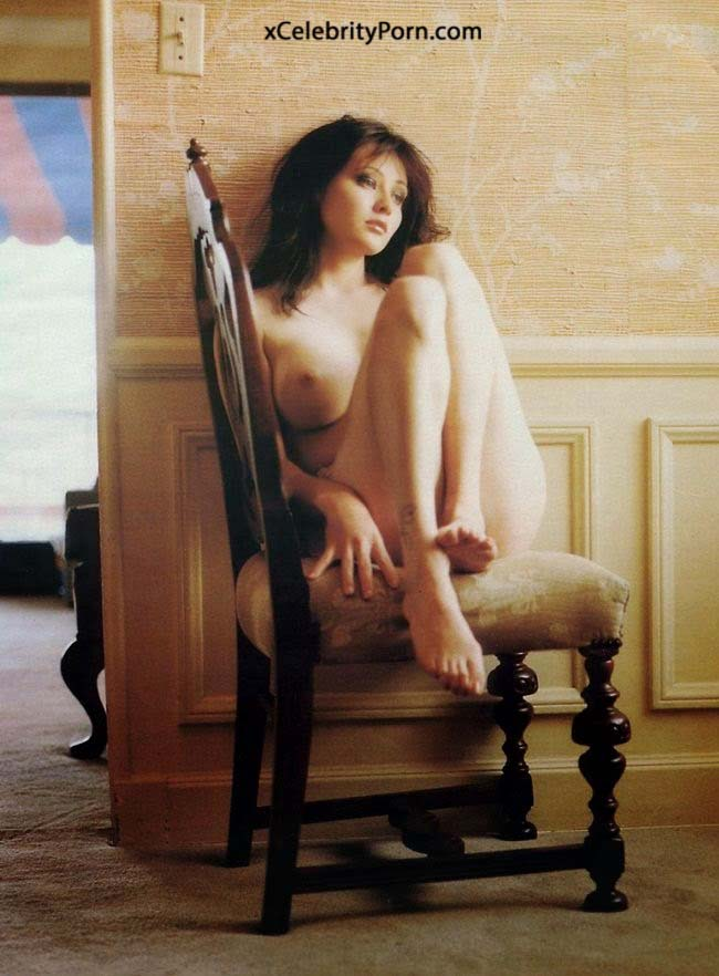 Famous people caught in the nude